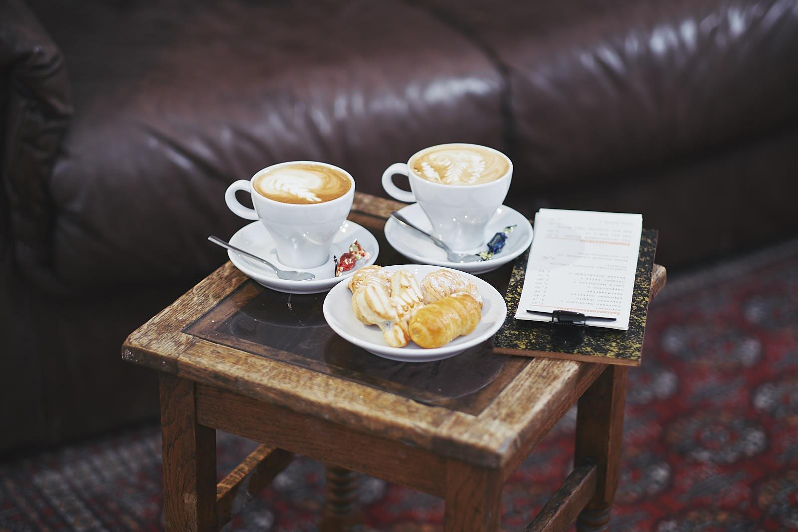 Cappuccino oder Espresso? Dolci aus Italien passen zu beiden Heißgetränken dazu